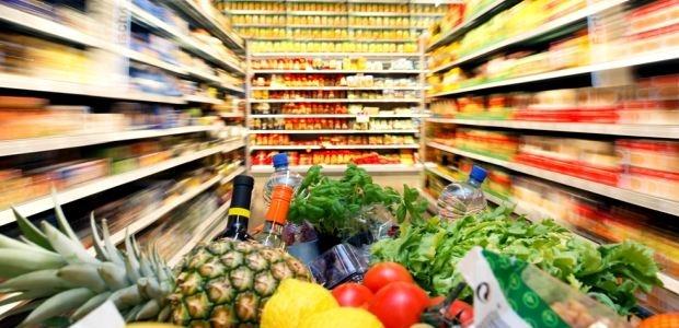 Половина россиян сократила расходы на продукты