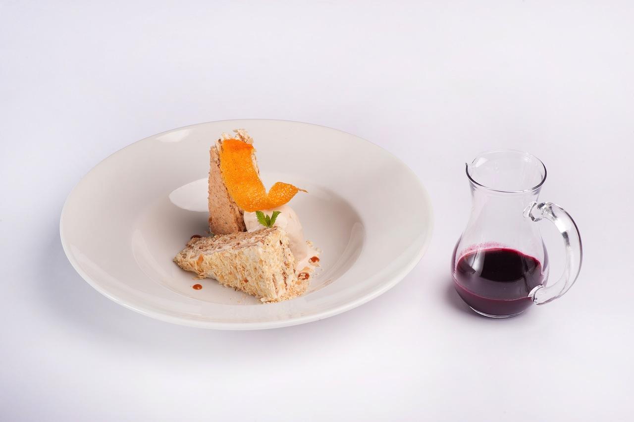Эстерхази с супом из черной смородины