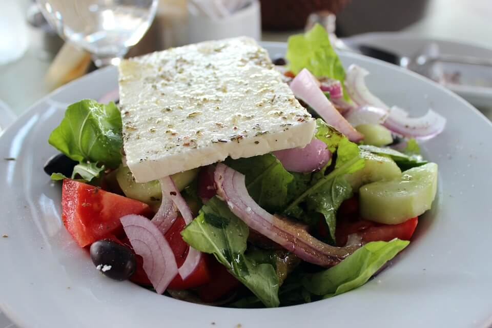 В Москве приготовят самый большой греческий салат в мире