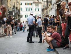 Во Флоренции начали штрафовать за еду на улице