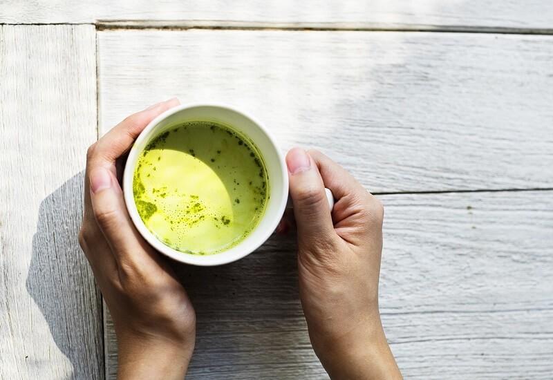 Чай окрашивает зубную эмаль сильнее, чем кофе