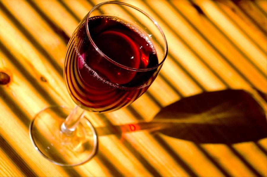 Красное вино оказалось полезным для ЖКТ