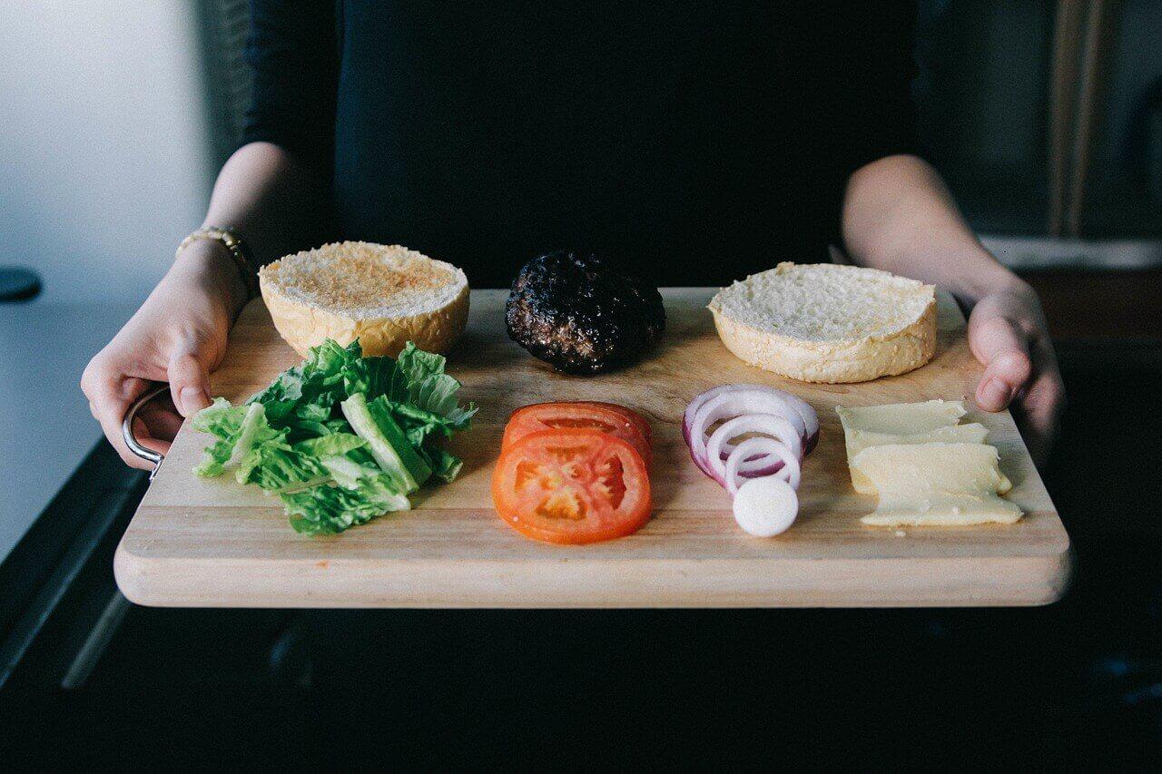 В меню школьных столовых появятся «сложные» бутерброды