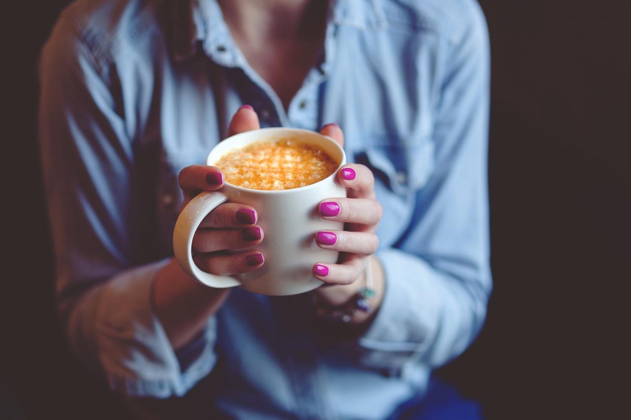 Ученые: любители кофе на растительном молоке неосознанно употребляют слишком много сахара