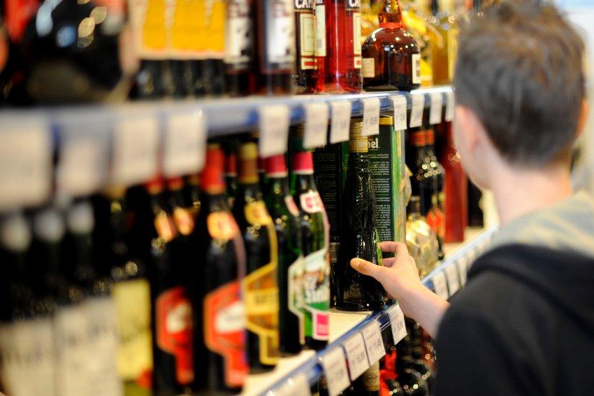 Алкоголь по водительскому удостоверению можно будет купить с 31 марта