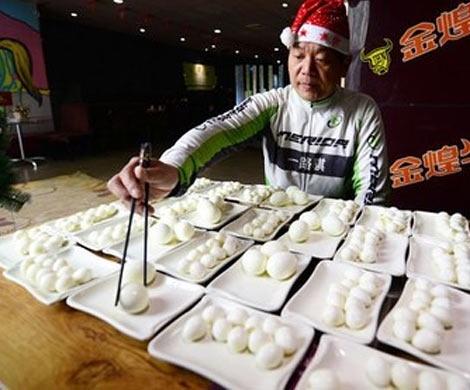 Китаец Пан Еджонг за 40 минут съел 160 яиц