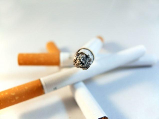 Пожаловаться на курильщиков в кафе теперь можно в режиме онлайн