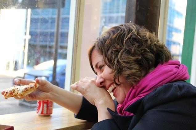 Ученые выяснили, почему людей тянет к вредной пище