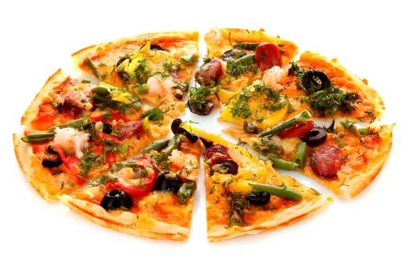 Россияне предпочли походам в рестораны заказ пиццы на дом