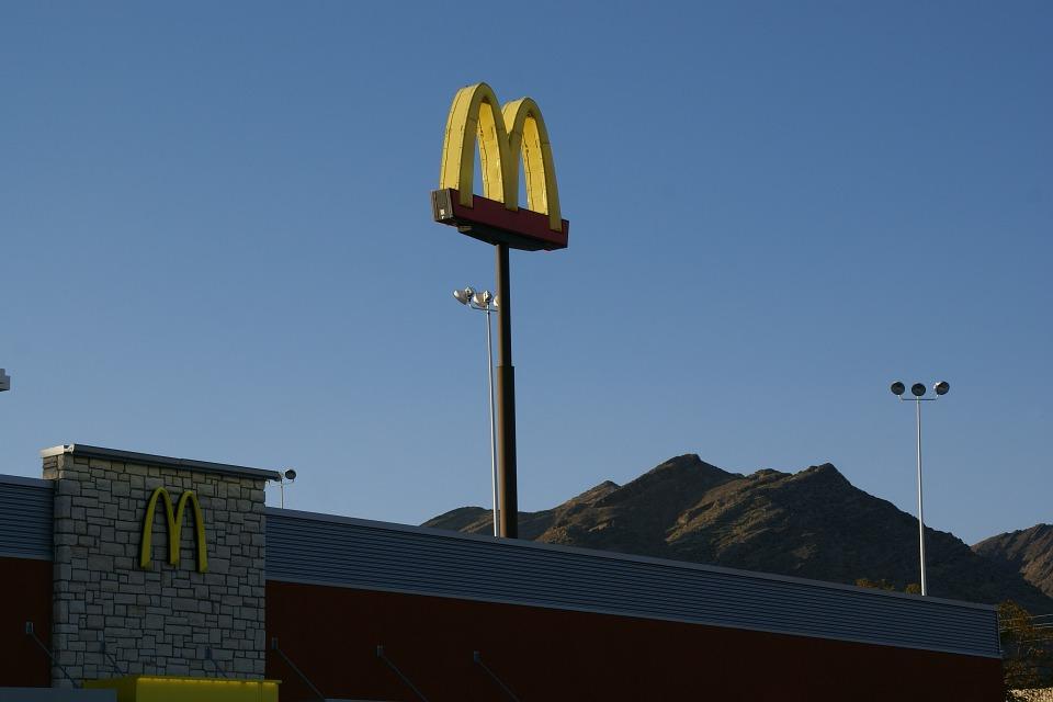 Макдоналдс решил утихомирить посетителей с помощью классики