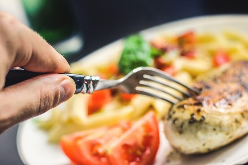 Сбербанк: средний чек в ресторанах и фастфуде сократился