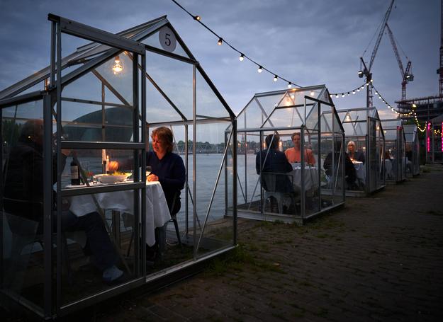 Ресторан в Амстердаме после пандемии предложит посетителям «ужин в теплице»