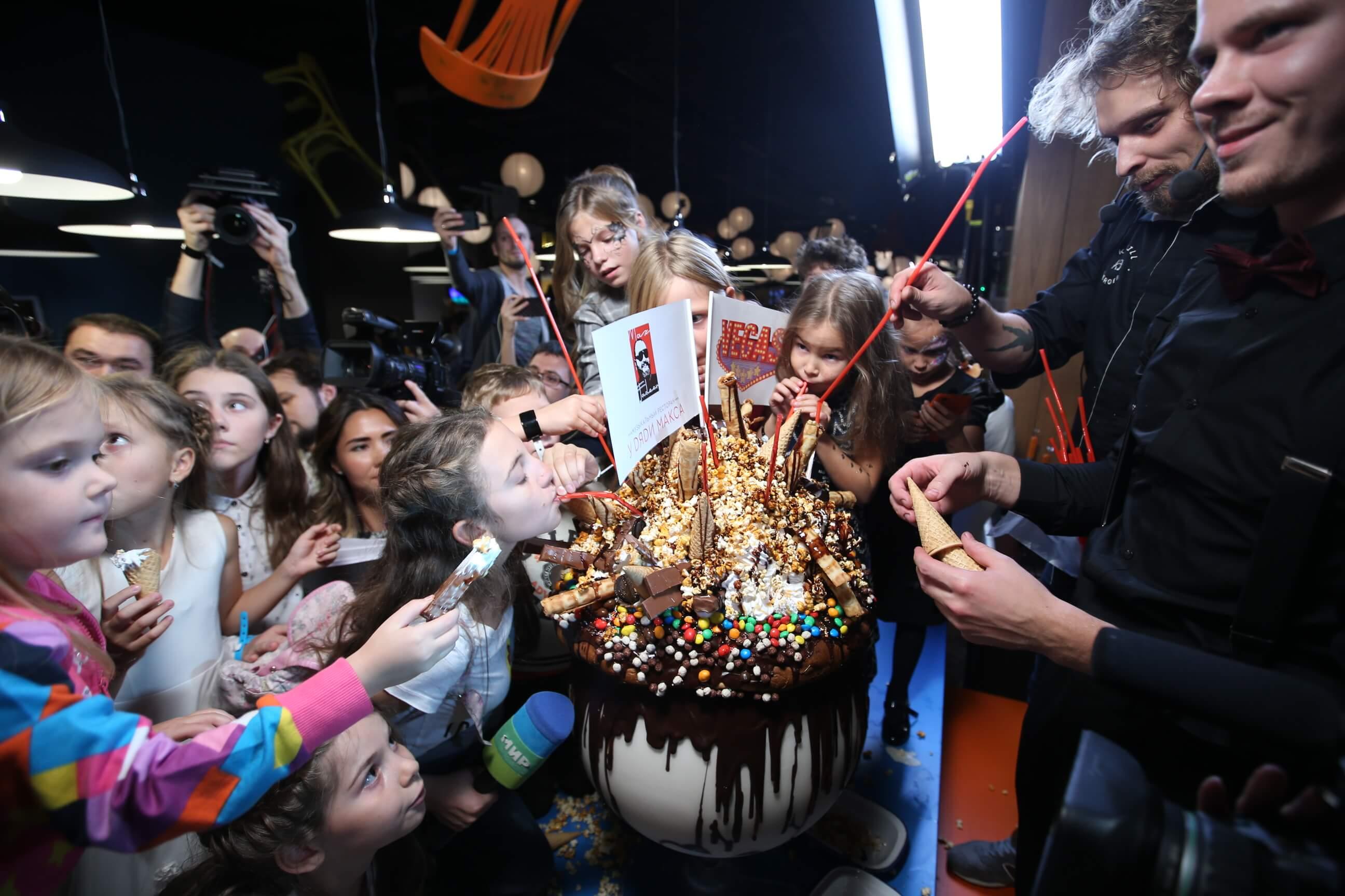 Гигантский «Монстр-Шейк» «У дяди Макса» побил рекорд Книги Гиннесса