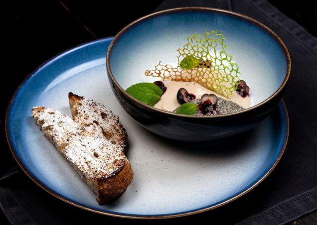 Мусс из бананов и тофу с семенами чиа в кокосовом молоке