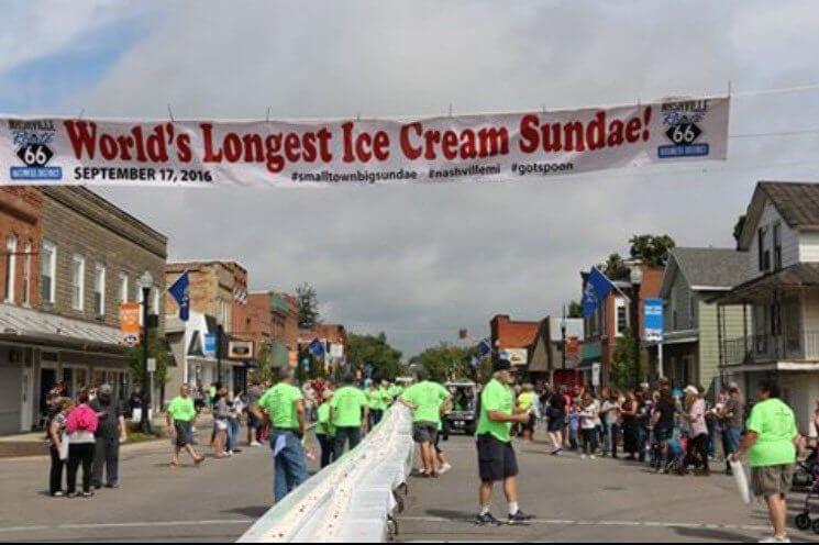 В США приготовили самое длинное мороженое в мире