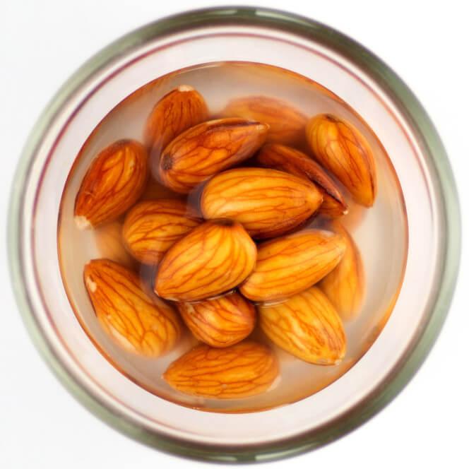 Американский диетолог посоветовала людям есть орехи как бурундуки