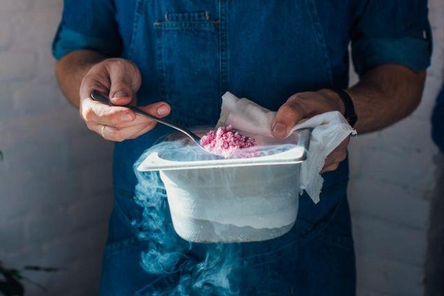 Три рецепта блюд молекулярной кухни, которые можно приготовить дома