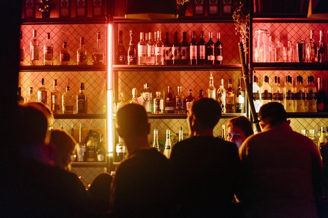 Есть после 23.00 – вредно: как в Петербурге ограничили работу ночных заведений