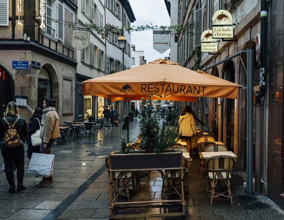 Французский гид Мишлен впервые вручил награды ресторанам онлайн