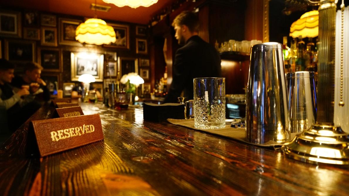 Британские пабы переделали в офисы для удаленщиков с едой и напитками