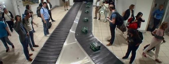 В лондонском аэропорту пассажиры вместо багажа получили ящик пива