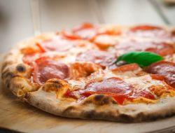 Мусульманин из США требует $100 млн с пиццерии, которая продала ему пиццу со свининой