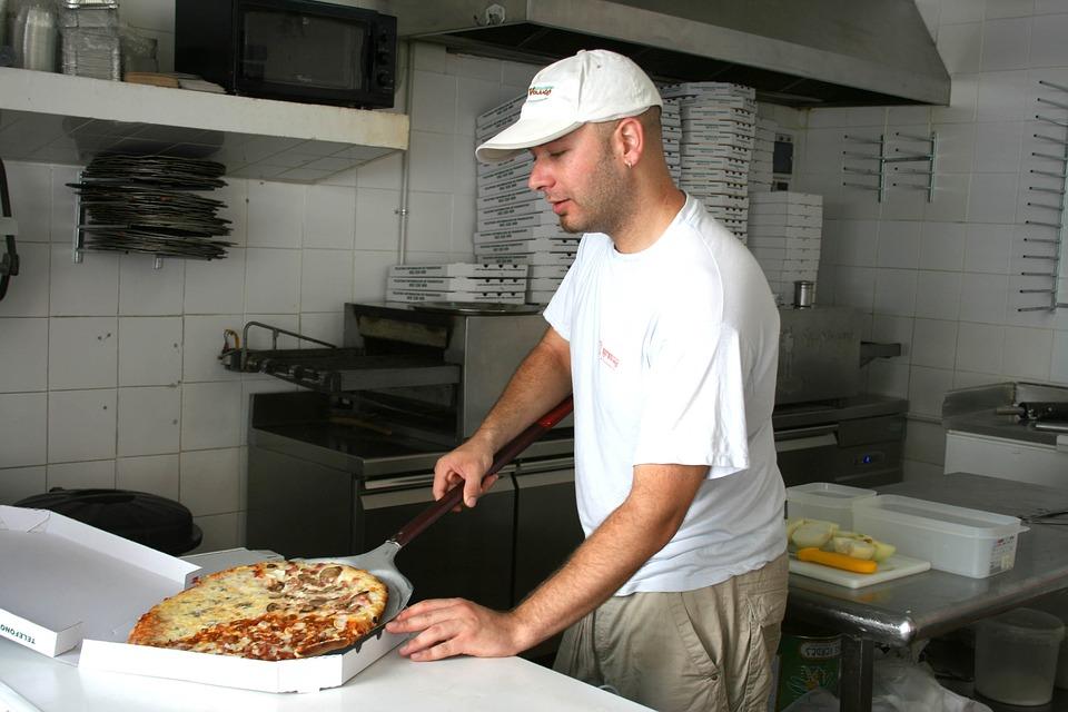 В каникулы россияне чаще заказывали еду на дом, нежели готовили сами