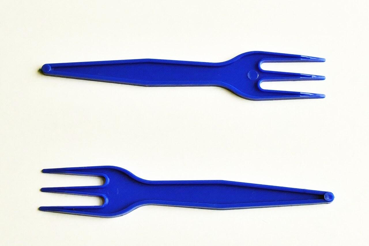 Франция запрещает одноразовую посуду