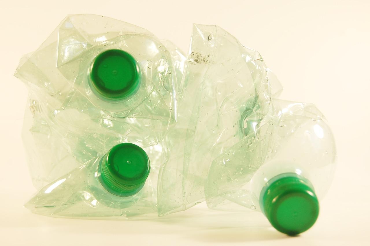 Минпромторг проведет кампанию по сбору бутылок и банок в магазинах