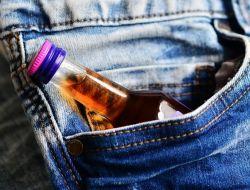 Родителей будут штрафовать за покупку их детьми спиртного