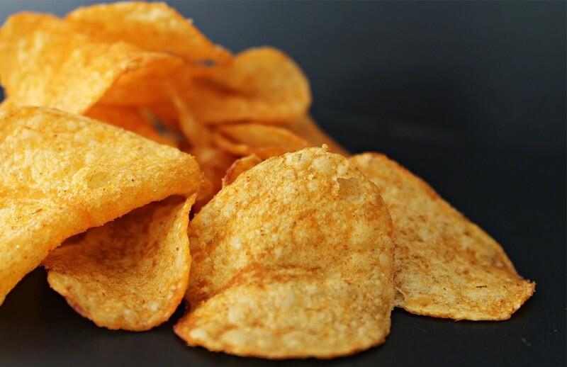 Россиянам посоветовали отказаться от жирной пищи из-за жары