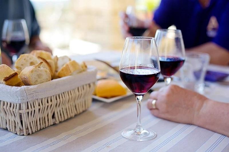 Вино заставляет работать мозг лучше, чем математические задачи