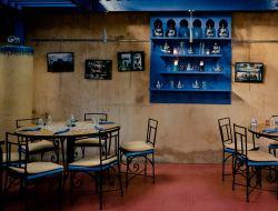 В Саудовской Аравии женщинам и мужчинам разрешили заходить в рестораны через общий вход
