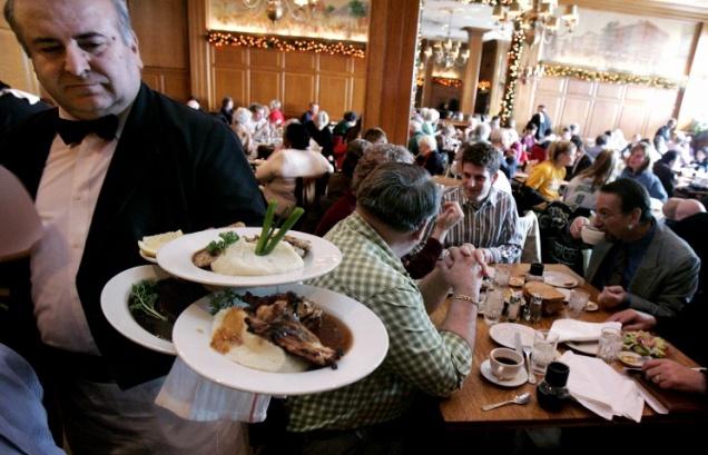 В США мужчина оставил в ресторане чаевые на сумму $11 тыс.