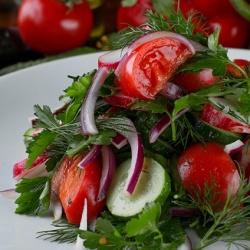 Салат домашних из овощей с ароматным маслом