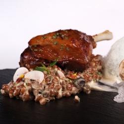 Утка Конфи с ризотто из пшеницы, воздушным соусом из белого трюфеля и фуа-гра