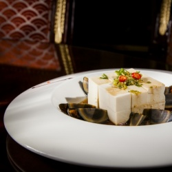 """Яйца по-Императорски  """"Сун Хуа Дань"""" с сыром тофу и пикантным соусом"""