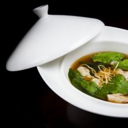 Суп Вантон с креветками и шпинатом
