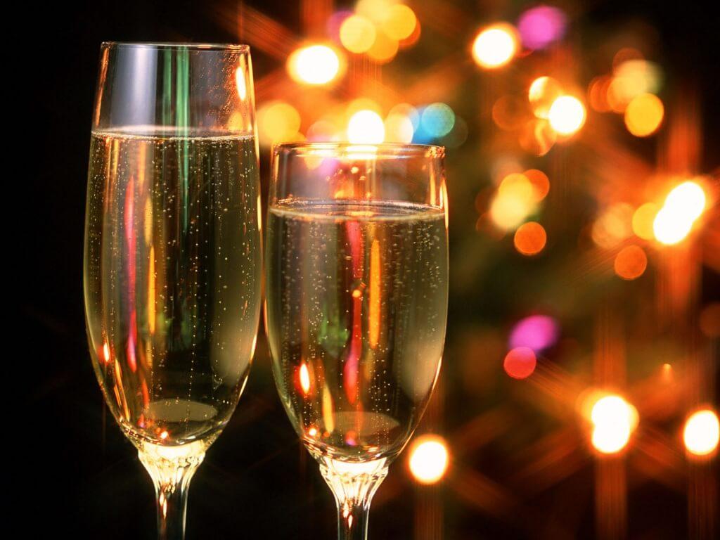 На Новый год запретили проносить шампанское в парки