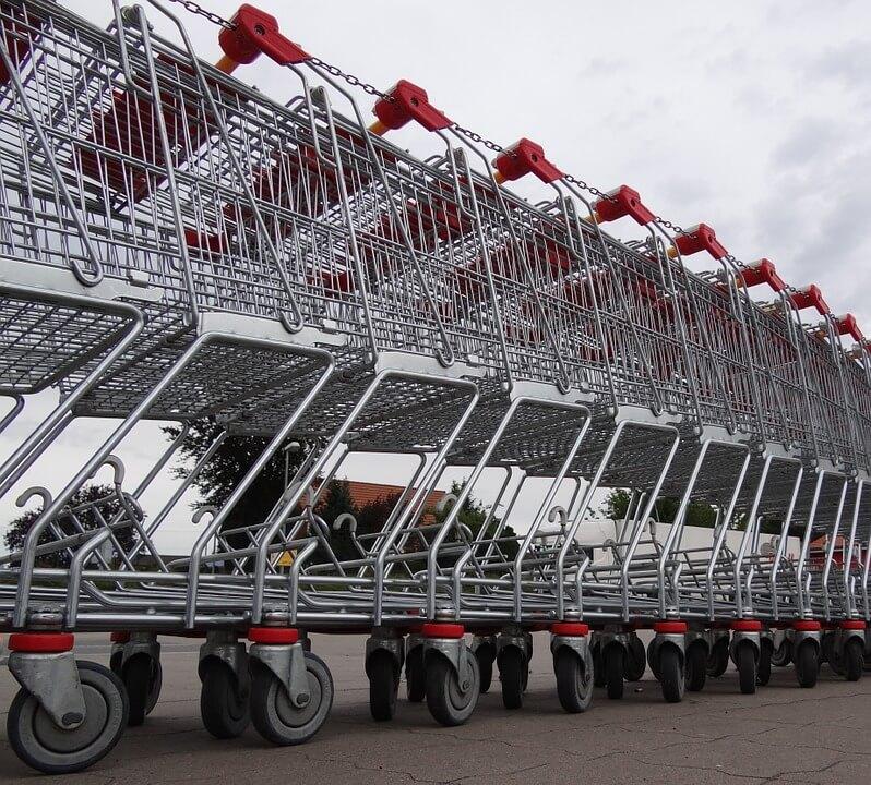 Малоимущим россиянам будут выдавать 10 тыс. рублей на продукты