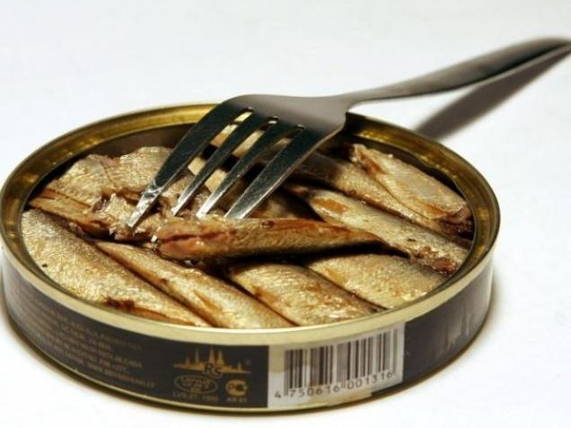 Россия запретила поставки рыбных консервов из Латвии
