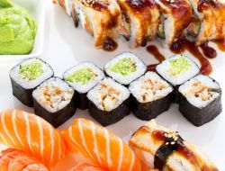 Россияне в майские праздники заказывали суши в пять раз чаще шашлыков