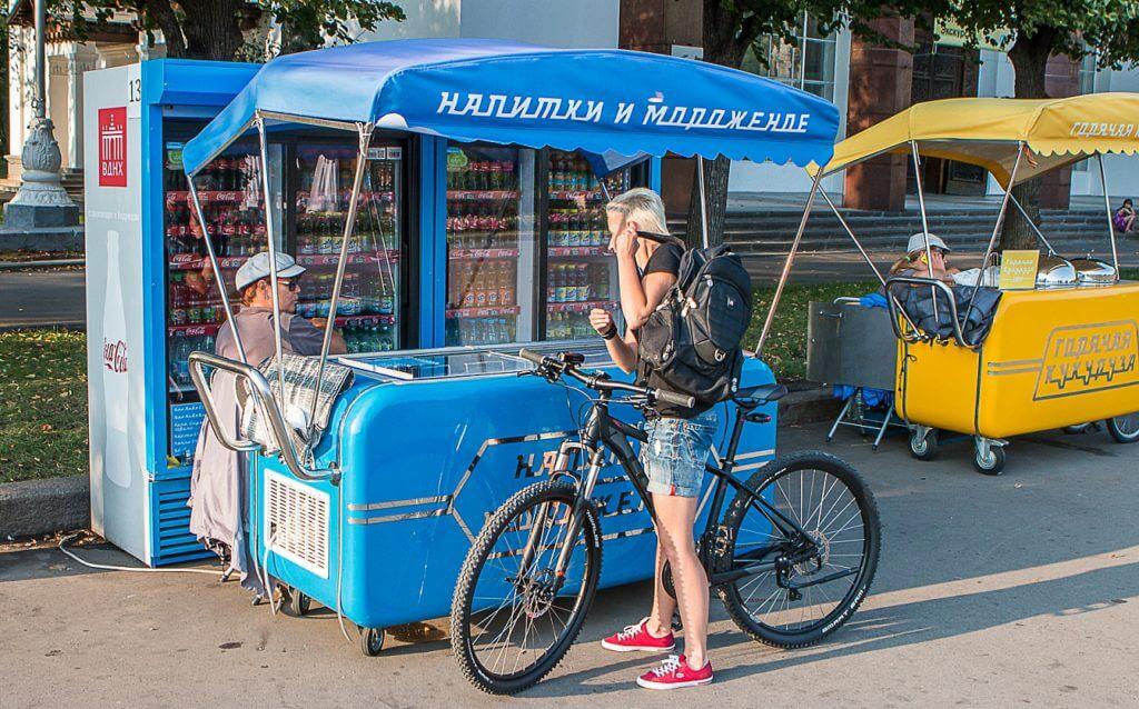 В Москве будут торговать едой с передвижных тележек