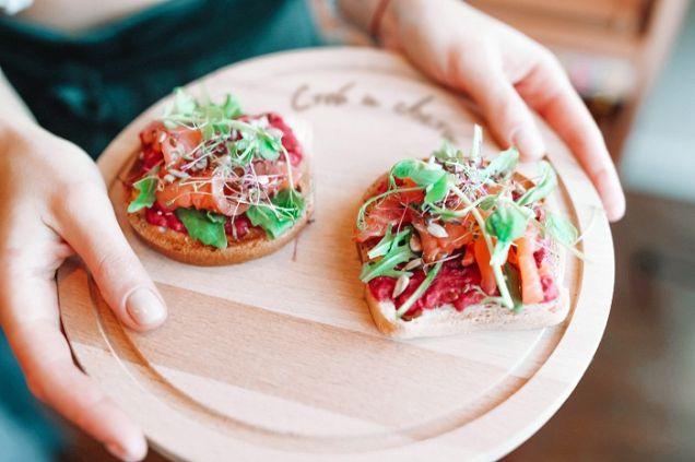 На «Центральном рынке» открылось кафе здорового питания «Стой и свети»