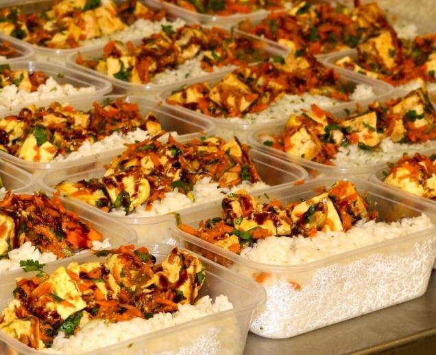Покупать еду онлайн и помогать бедным теперь можно одновременно