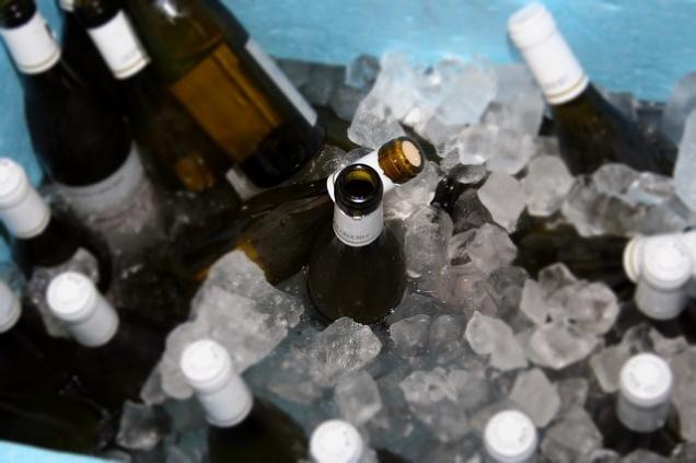 Лайфхак: Как охладить вино за 10 минут