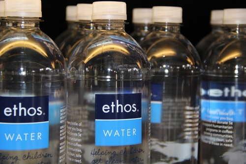 Starbucks прекратила производство воды в Калифорнии