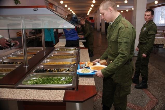 Российских военных теперь будут кормить по отпечаткам пальцев