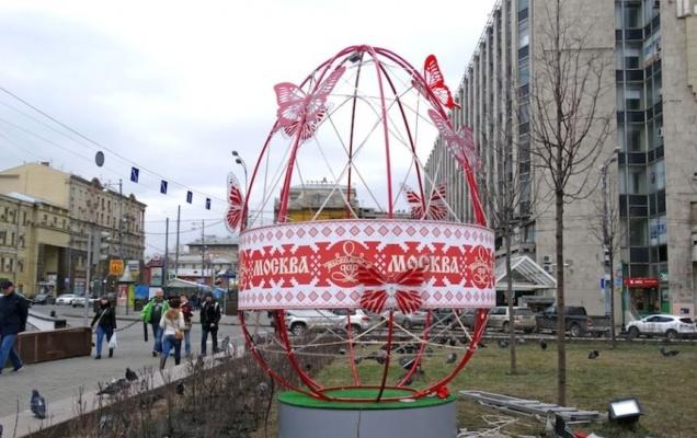 В Москве установили светящиеся яйца
