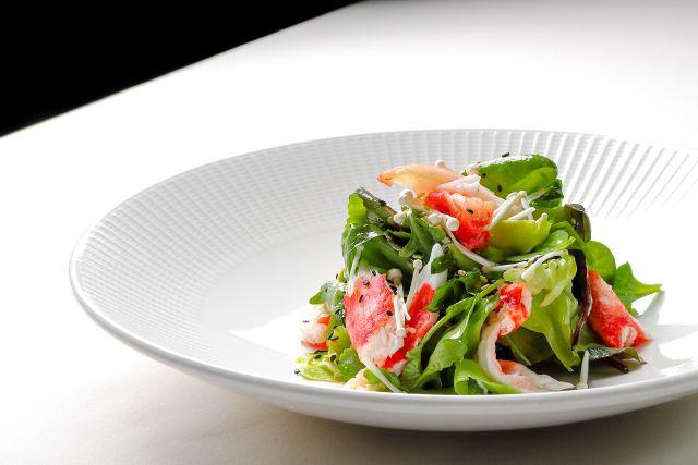 Салат с мясом камчатского краба